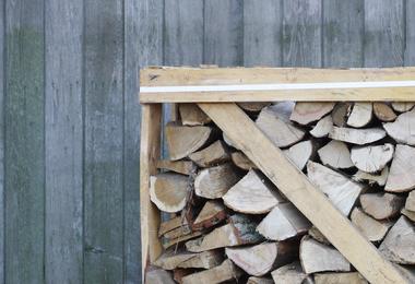 Rek brandhout - 1m³ gestapeld halfdroog hardhout