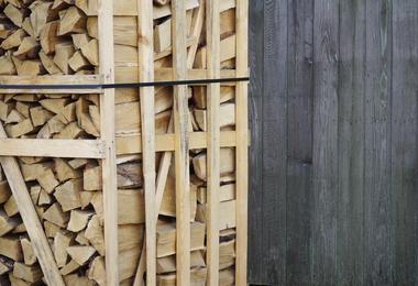 Rek brandhout - 2m³ gestapeld halfdroog hardhout